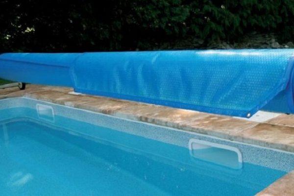 Bâche solaire piscine : importance et avantages