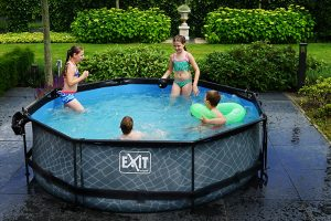 Comment nettoyer une piscine avant de la stocker?